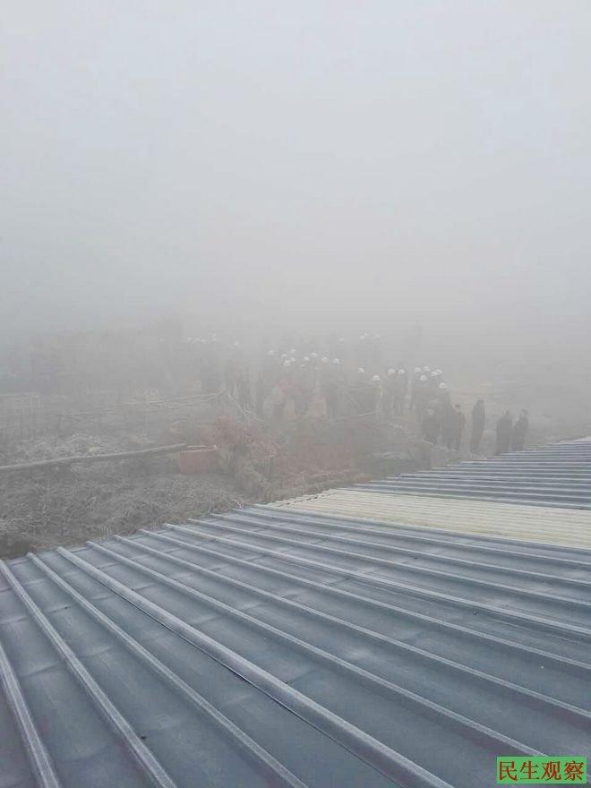 中国民主党全国委员会征地观察员—河南徐昌居民宋四遭入门强拆打死家狗爬房顶抗议被围打